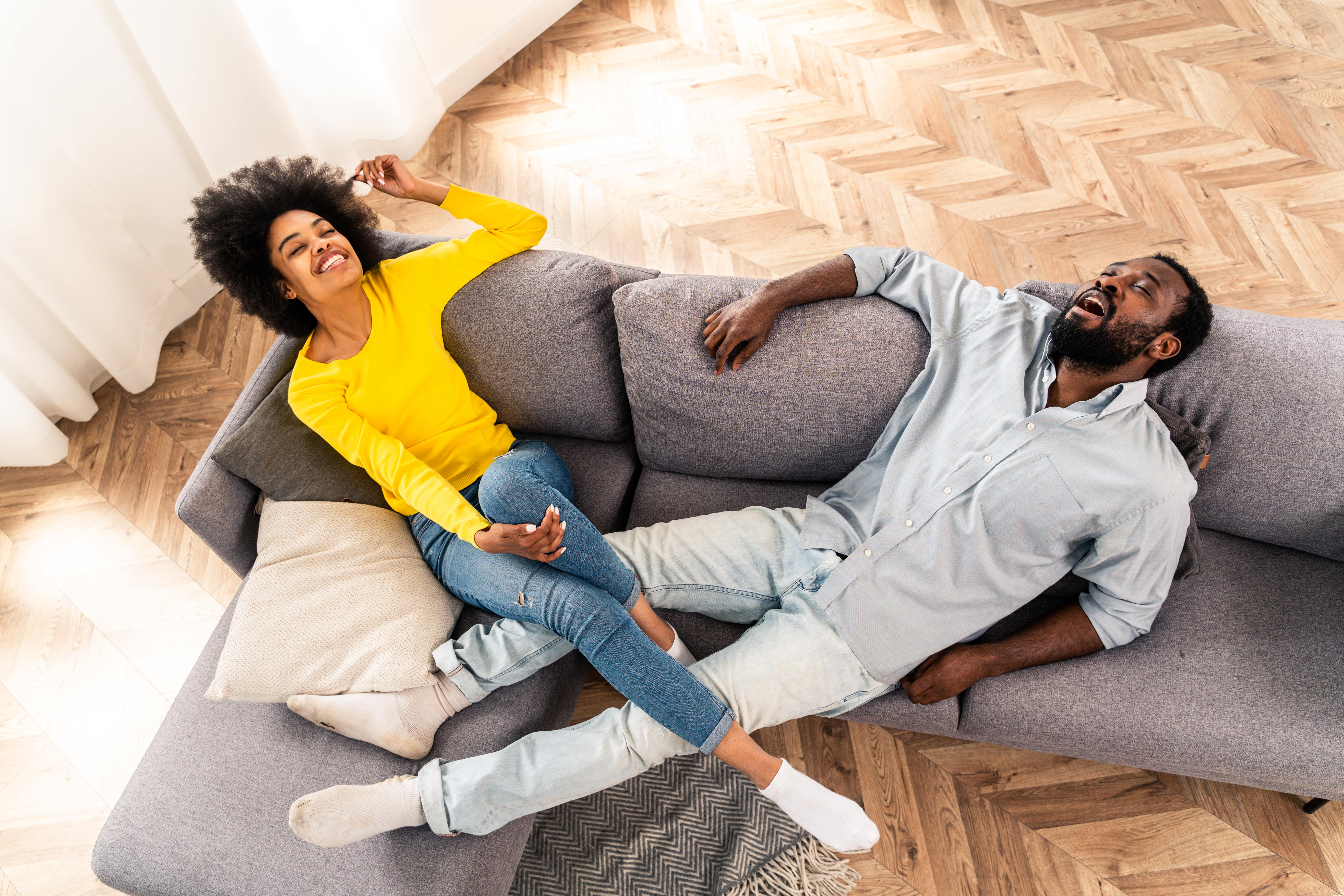 afro-american-couple-at-home-X8ZB6MM